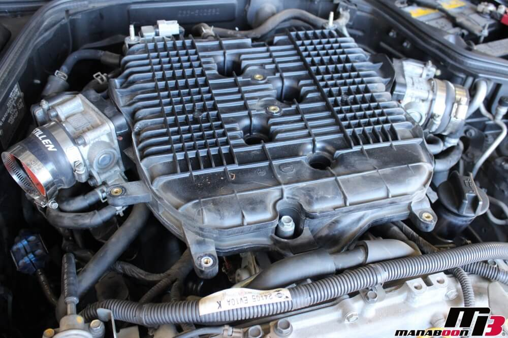 フェアレディZ(Z33)オイル漏れ修理作業の画像