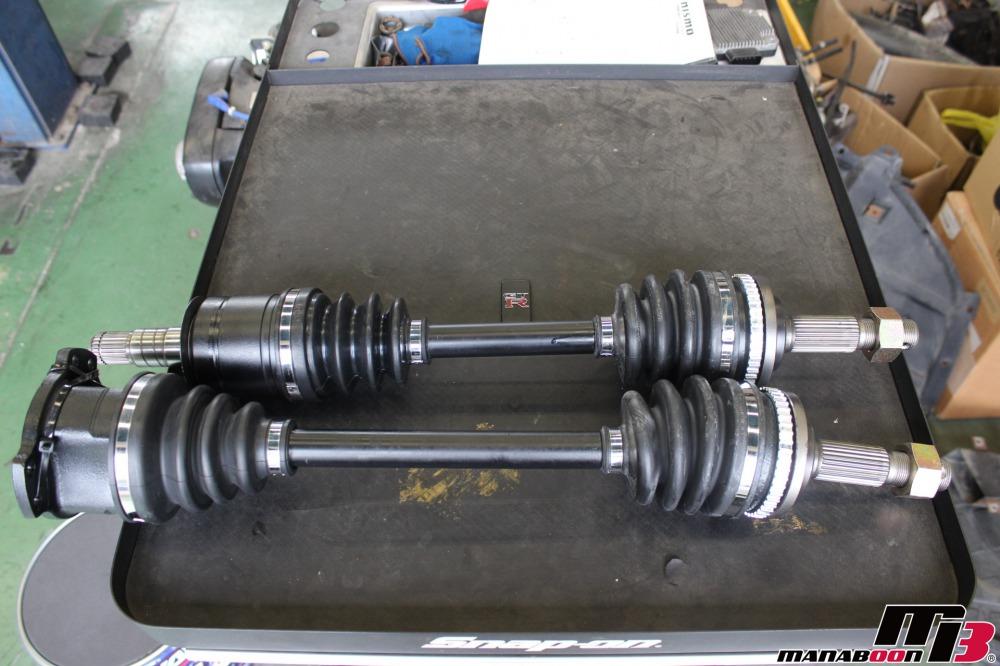 スカイラインGT-R(BCNR33)ドライブシャフト交換作業の画像