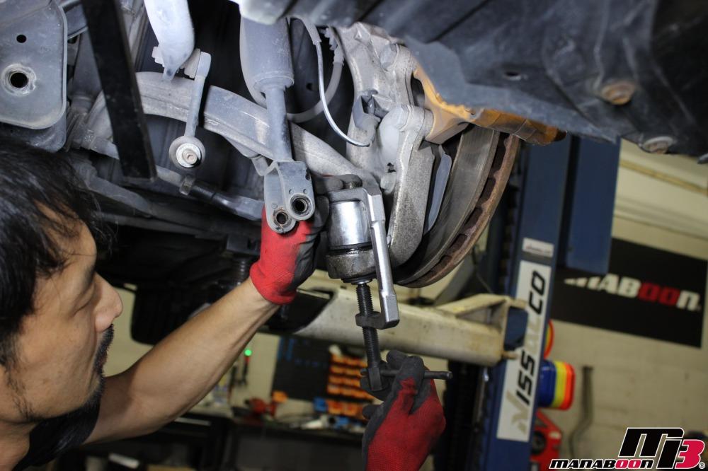 フェアレディZ(Z33)中古車販売前の整備作業の画像