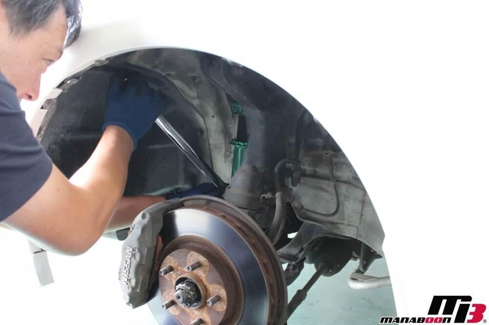 スカイラインGT-R車高調取付作業の画像