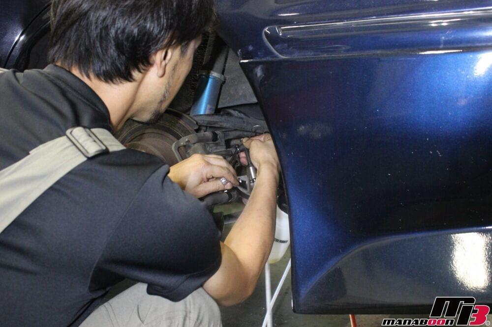 マーク2(JZX100)ブレーキキャリパーオーバーホール作業の画像
