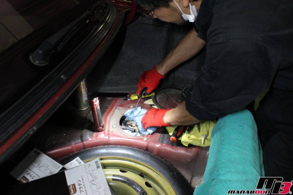 スカイラインGT-Rガソリン漏れ修理作業の画像