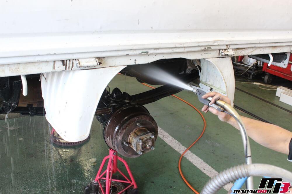 バネットトラックの車検点検整備作業の画像