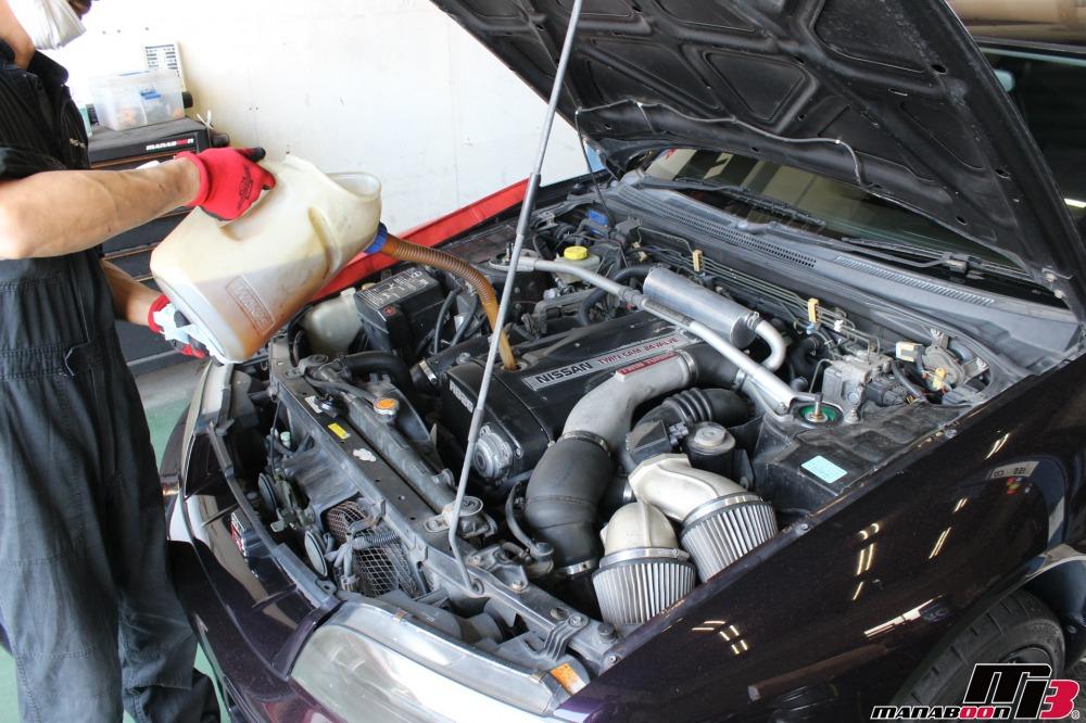 スカイラインGT-R(BCNR33)エンジンオイル交換作業の画像