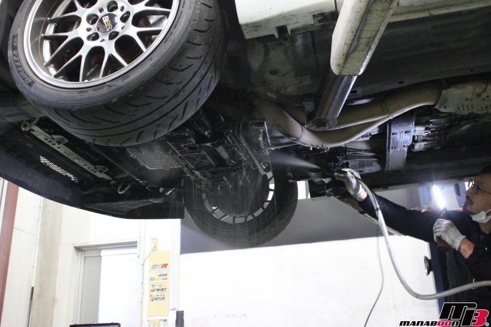 スカイラインGT-Rオイル漏れ修理作業の画像