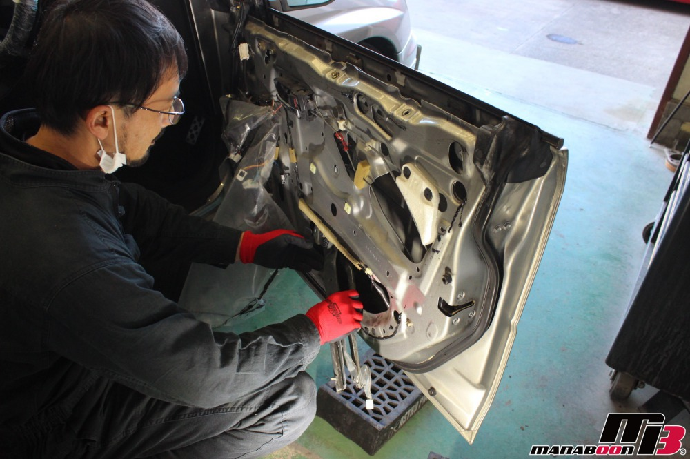インプレッサパワーウィンドウ修理作業の画像