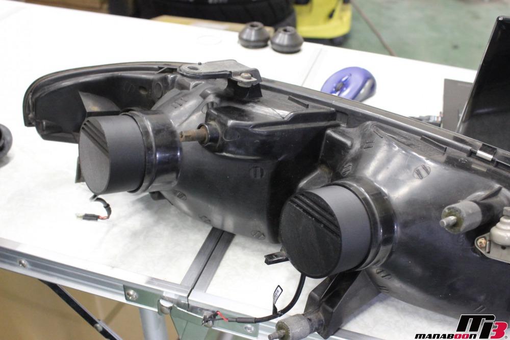 スカイラインGT-RヘッドライトLED化作業の画像