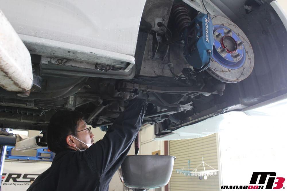 チューニングカーオイル交換作業の画像