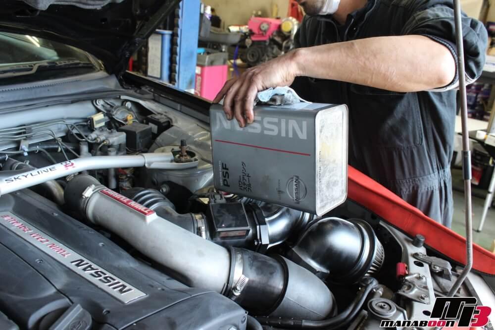 スカイラインGT-Rパワステ不良修理作業の画像