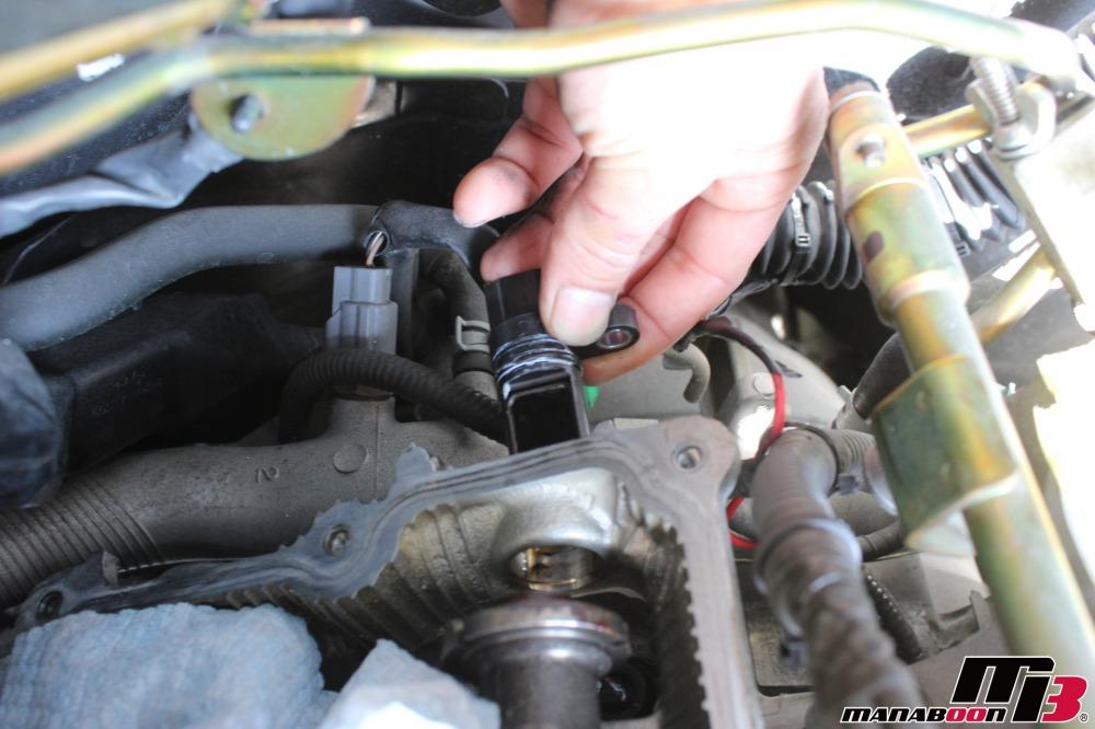 フェアレディZカム角センサー交換作業の画像
