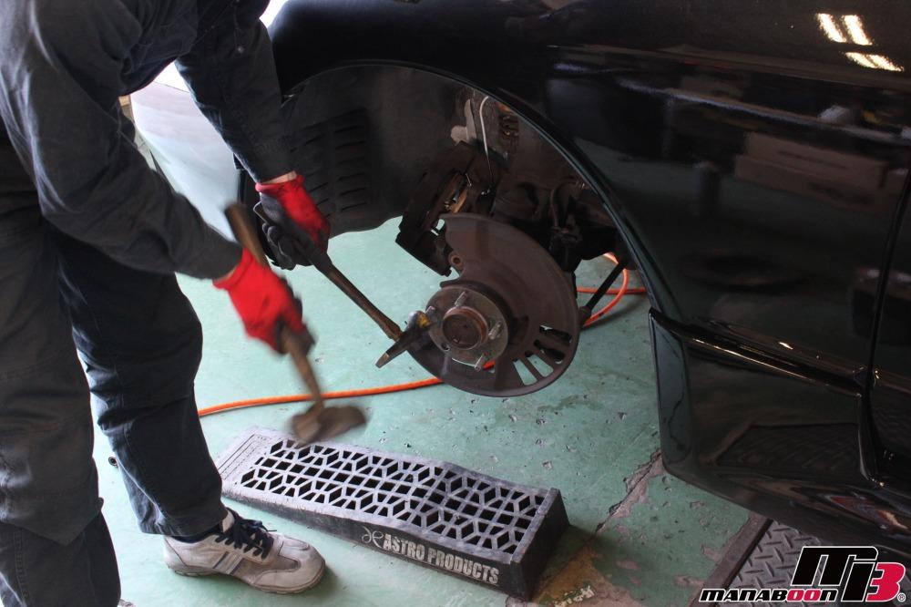 R32スカイラインハブボルト交換作業の画像