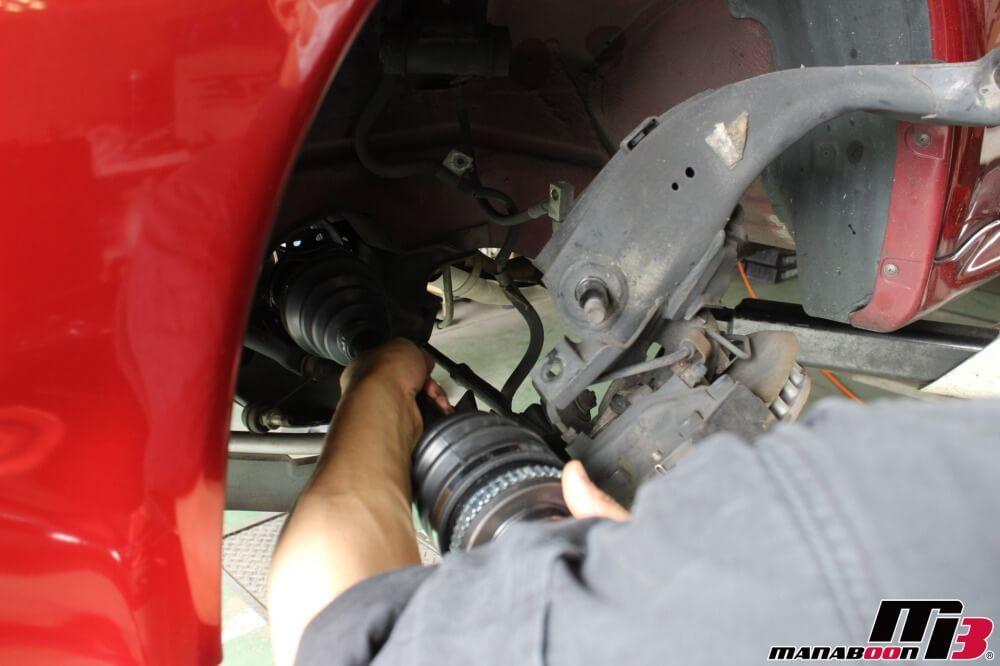 スカイラインGT-Rドライブシャフト交換作業の画像