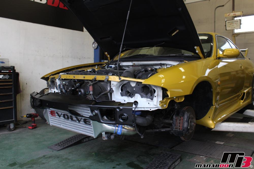 中古車の販売前の整備作業の画像