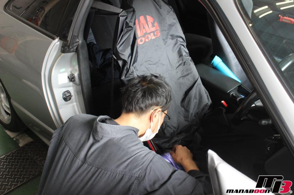 スカイラインGT-Rシート修理作業の画像