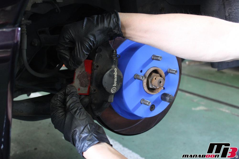 スカイラインGT-Rブレーキパッドとローター交換作業の画像
