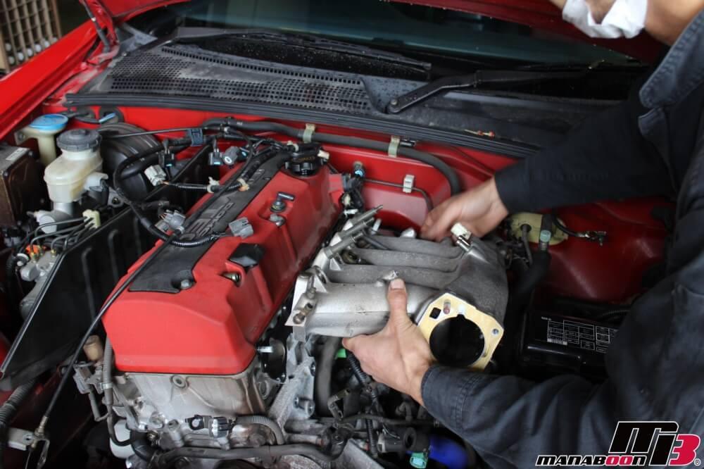 S2000インマニ断熱ガスケット取付作業の画像