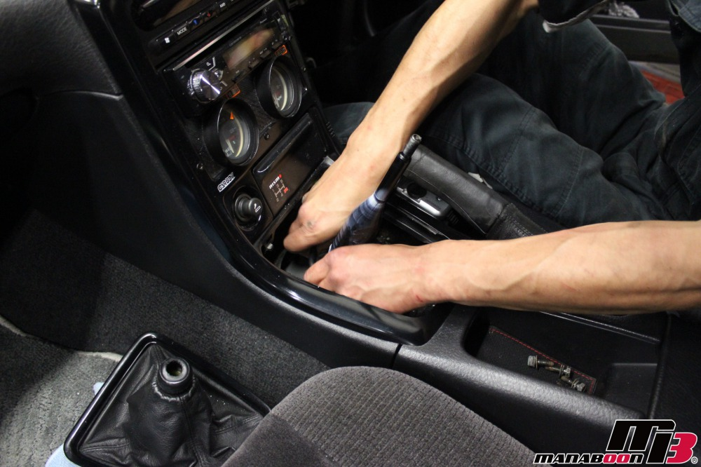 R32スカイラインミッション交換作業画像