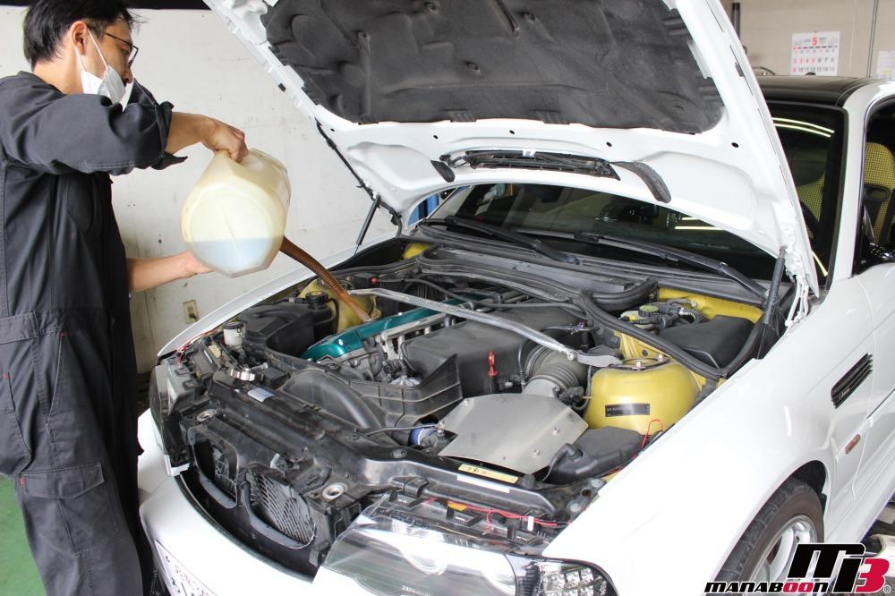 E46M3エンジンオイル交換作業画像