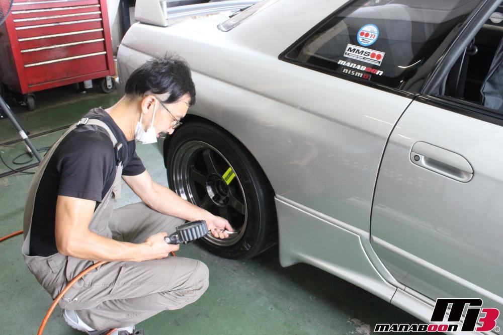 スカイラインGT-Rヘッドライト修理作業画像