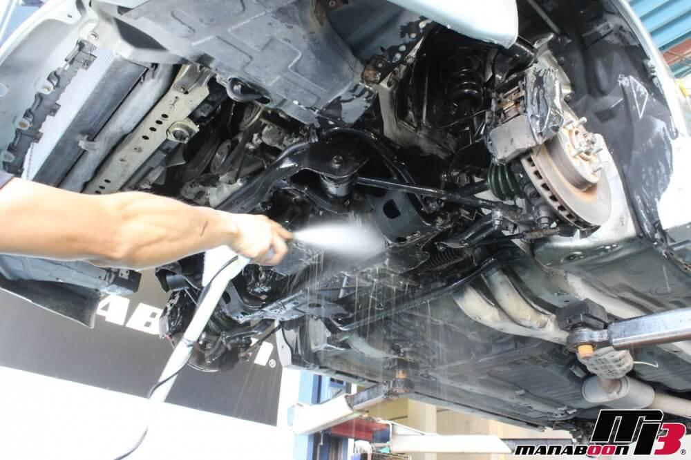 スカイラインGT-R中古車販売点検整備作業画像