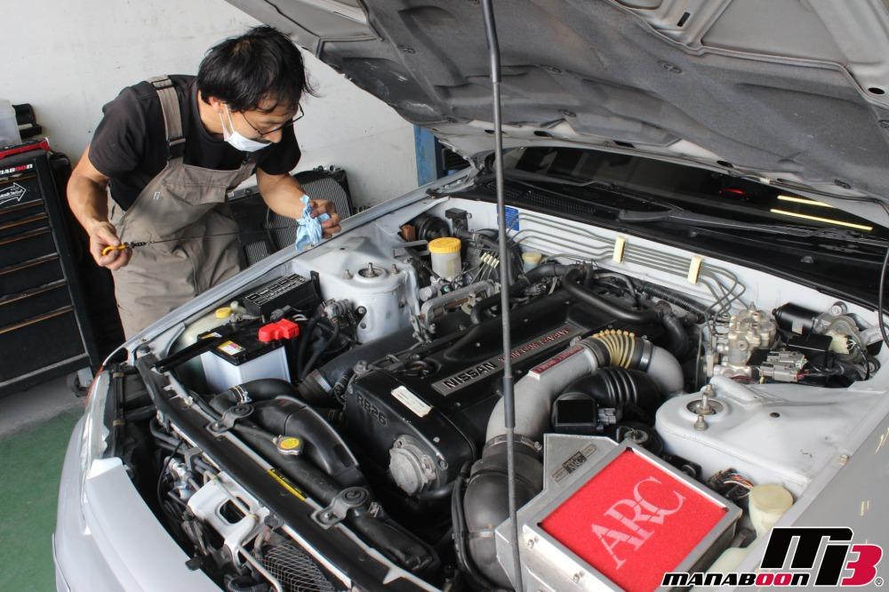 スカイラインGT-Rエンジンオイル交換作業画像