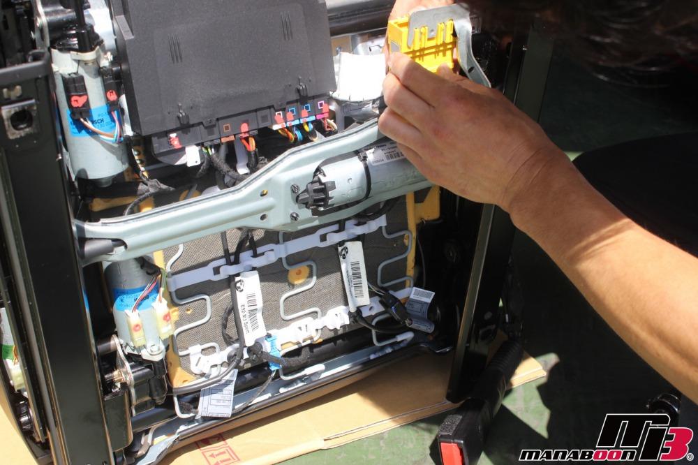 BMW E92M3 レカロシート取付作業画像