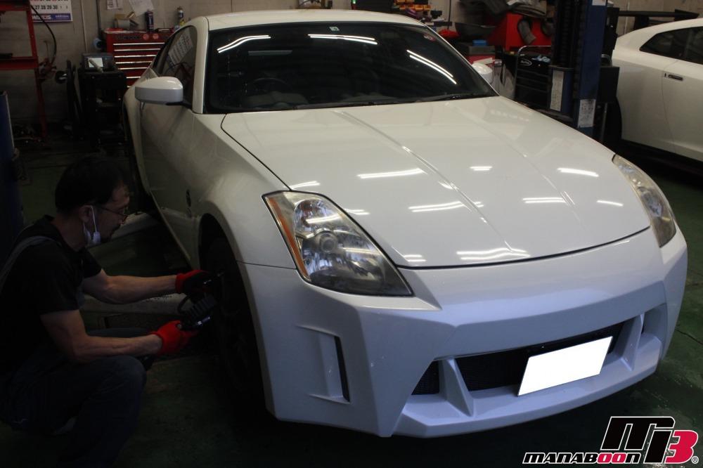 スポーツカーの車検点検整備作業画像