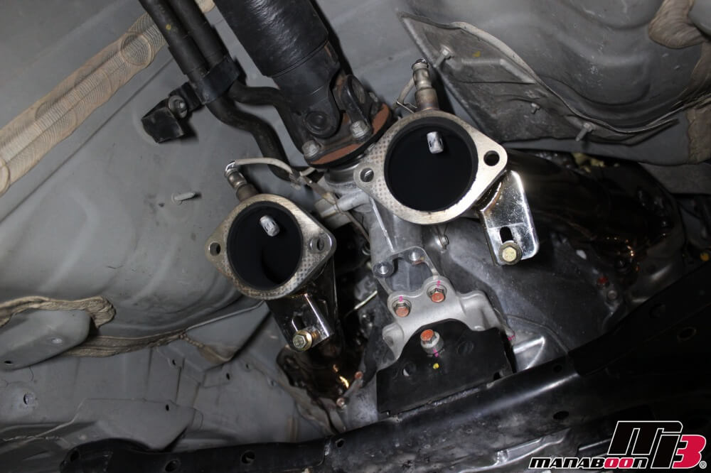 GT-R(R35)フロントパイプ交換作業画像